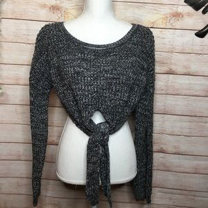 Forever 21 cropped scoop neck knotted sweater M